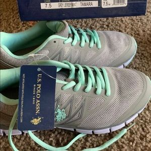 Women's tennis shoes with brand new with box